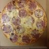 große Pizza Salami (32 cm für 7,50 Euro) mit extra Mozzarella (Aufpreis von 50 Cent)