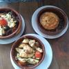 gegrillter Ziegenkäse, Pollo al Ajillo und gegrillter Schafskäse mit Zucchini und Aubergine