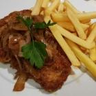 Foto zu Hosser's Hotel Restaurant: Schnitzel Wiener Art mit Zwiebeln