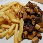 Foto zu Hosser's Hotel Restaurant: Perfektes Rumpsteak, medium rare wie gewünscht. Dazu tolle gebratene Kräuterseitlinge.