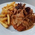 Foto zu Hosser's Hotel Restaurant: saftig-zartes Schnitzel mit Pfifferling in Rahm