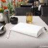 Platz, Brotmesser, Wasserglas, Serviette, Besteck,  Blume, Pfeffer und Salz, Teelicht