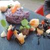 Lila Kartoffeln mit Süßkartoffelbällchen, Lotuswurzel und Pastinaken-Crème