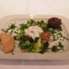 Falafel, Teigtasche und Salat