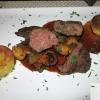 ~Känguru-Steak mit Waldpilzen in Pfeffer-Rotweinjus und hausgemachten Kartoffel-Küchlein