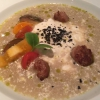 Tomate / Weiße Tomatenessenz · bunte Tomaten · Basilikum · Burrata · Olivenstaub (mit Salsiccia)