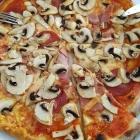Foto zu Die Holzofen Kantine: Pizza mit Pilzen, Salami, Nr. 18