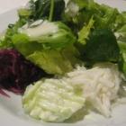 Foto zu Sporthallen-Gaststätte Haslacher Hof: frischer Salatteller