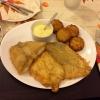 Drei zarte Fischfilets mit Röstis, Sauce hollandaise