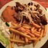 Thessaloniki-Teller (10,40 €) mit Gyros, Steak, pikanter Sauce, Reis, Pommes Frites und gemischtem Salat