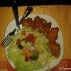 Panir Pakora (Hausgemachter indischer Rahmkäse mariniert mit Kichererbsenmehl und frittiert mit frischen Salat)
