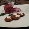 Beef-Tatar mit Pumpernickel