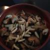 Champignons mit Pinienkernen