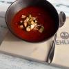 Tomatensuppe mit geräuchertem Inselkäse und Croutons