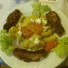 Foto zu Sirtaki Griechische und Italienische Spezialitäten: Bifteki mit Feta gefüllt, dazu Ofenkartoffeln und Blattsalat mi Joghurtdressing zu 12,80 €