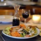 Foto zu Café Restaurant Schmuggelbud: Chefsalat mit kleinem Schnitzel und Putenbrustgeschnetzeltem