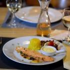Foto zu Café Restaurant Schmuggelbud: Garnelenspieß in Sauce Parisienne mit hausgemachtem Knoblauch Dip