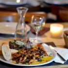 Foto zu Café Restaurant Schmuggelbud: knusprige Froschschenkel in Sauce Parisienne