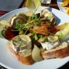Salatteller mit Ziegenkäse