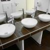 Waschbecken im Herren-WC