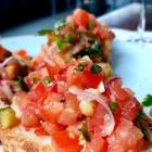 Foto zu Casbah: Landbrot mit Tomaten, Gurke, Zwieben und Basilikum