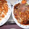 """Hühnerbrust gebacken mit Ananas, süß sauer und """"Rindfleisch mit Zwiebeln""""."""