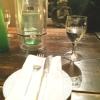 Speckiger Tisch