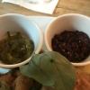 Beilagen zum Wiener Schnitzel: Gurkenrelish und Preiselbeeren