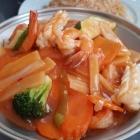 Foto zu Restaurant WOK Idar: Hai San: Garnelen, Tintenfisch und Fischfilet mit Gemüse im Feuertopf nach vietnamesischer Art