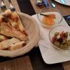 hausgem. Brot, Paprikabutter, Oliven