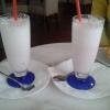 Erbeermilchshake und Kirschmilchshake zu je 3,00 €