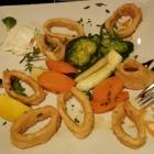 Foto zu Restaurant Poseidon: Kalamari mit  Gemüse und Weißbrot, 23.01.19