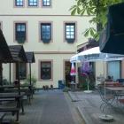 Foto zu Gasthaus in der Pension Felsenmühle: Biergarten mit plätschender Kirnitzsch