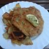 """Schnitzel """"Lindenhof"""", gefüllt mit Zwiebel, Senf, Gewürzgurke und Salami, auf Bratkartoffeln"""
