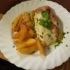 Zarte Hähnchenbrustfilet mit Bärlauchpesto, Tomate und Mozzarella überbacken, dazu Rosmarinkartoffelecken für 11,90 €