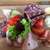 1 x Fränkische Brotzeit ebenfalls mit Brot ( 8,50  €. )