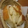 lecker Brot, allerdings für 4 Personen sehr knapp bemessen, wurde auch nicht nachgefüllt. Ein Fauxpas !