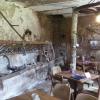 Rustikale Sitzplätze im Kuhstall