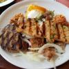 Kreta Teller (Gyros, Souflaki, gefüllte Souzouki, Steak, Tzatziki, Reis und Salat)