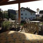 Foto zu Landgasthof zur frischen Quelle: Terrasse mit Überdachung