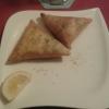 Samosa Nyama(Teigtaschen gefüllt mit Hackfleisch) und Samosa Mboga(Teigtaschen vegetarisch gefüllt)