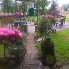 Foto zu Sonja's Mölkhus unter den alten Linden: Sitzplätze im Garten