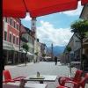 Aussicht auf die Fußgängerzone und auf die Alpen