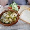 Garnelen in Öl mit Toastbrot und Salat
