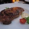 Rib-Eye-Steak vom australischen Black Angus mit weißer Pfefferschaumsauce