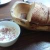 Küchengruß: Rohmilchschmand mit frischem Brot
