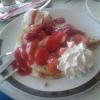 Crepes mit Vanillieeis und Erdbeeren