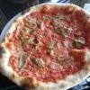 Pizza mit Tomaten und Steinpilzen