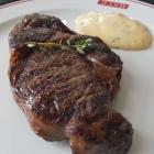 Foto zu Mash · Steak House: Dänisches Rib-Eye bis zu (?) 90 Tage gereift, exzellente Sauce Béarnaise