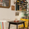 Bild von Café im gelben Häusl